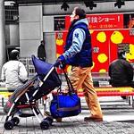 ベビーカー (Baby car:Japanese English) Baby Carriage [buggy] ( in USA) or Stroller ( in Great Britain)  これまた、「和製英語」‼︎ 結構、ありますね。  英語の日本語訛りですね。