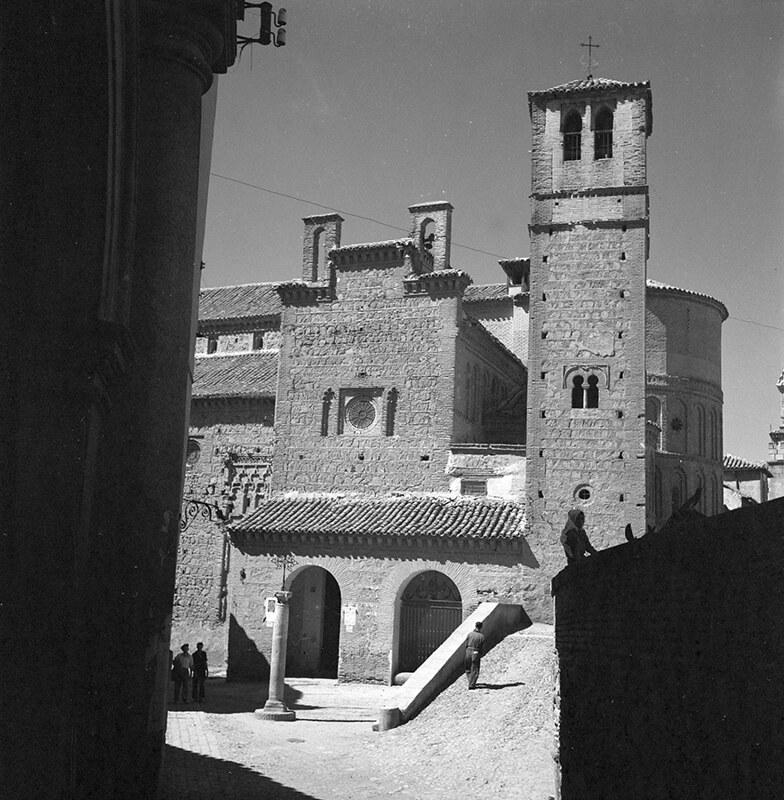 Iglesia de Santiago del Arrabal en Toledo en los años 50. Fotografía de Nicolás Muller  © Archivo Regional de la Comunidad de Madrid, fondo fotográfico