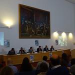 Fernando Galván presidiento la mesa inaugural del acto