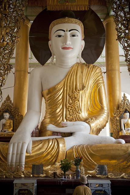 MM070 Buddha - Shwedagon Paya - Yangon