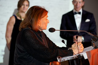Beverly Pepper making acceptance speech | by IntSculptureCtr
