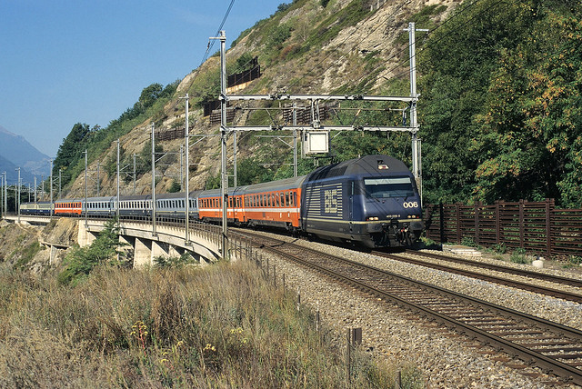 Re 465006-5 + IC 813 to Milano Centrale at Lalden on 11 Septembre 1996