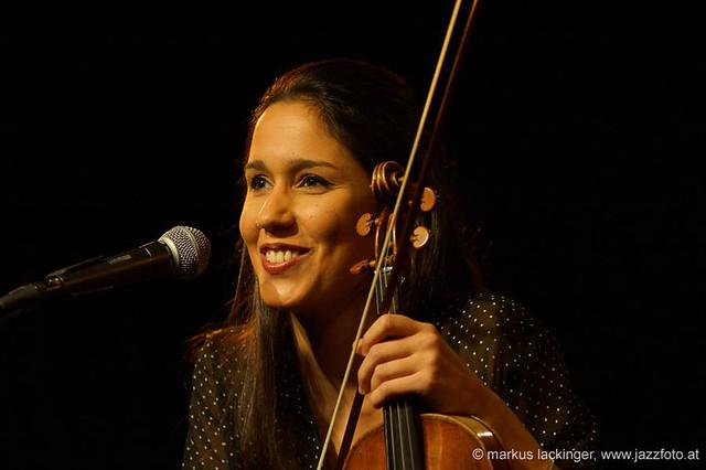 Roser Loscos: violin, vocals - Las Migas