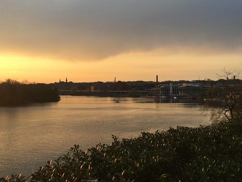 washingtondc districtofcolumbia apr2017 kennedycenter river scenery georgetown sunset potomacriver sky cloud foggybottom