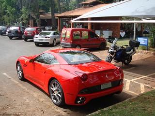 Ferrari California Chevrolet Camaro Ss A Pedro Ponchio Ferreira Flickr