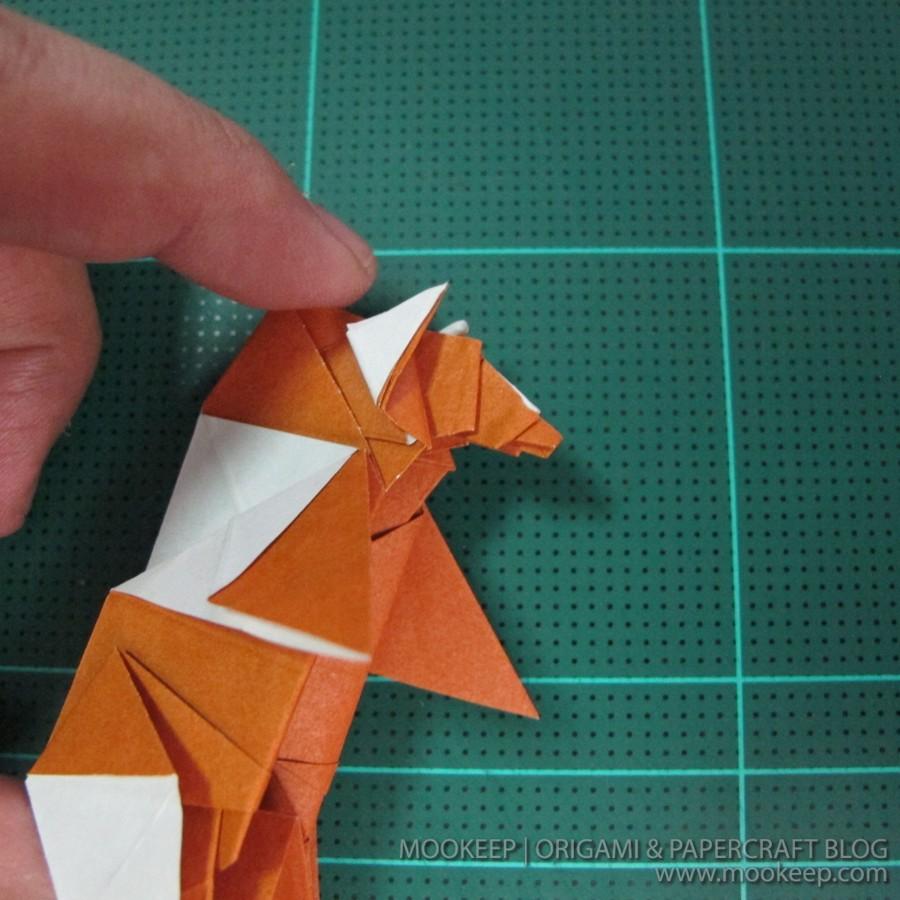 วิธีพับกระดาษเป็นรูปหมี (Origami Bear) 040