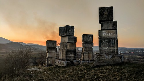bihać spomenik nob monument memorial bosnia garavice