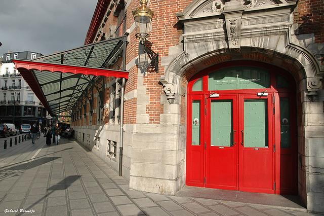 El rojo da color a Bruselas
