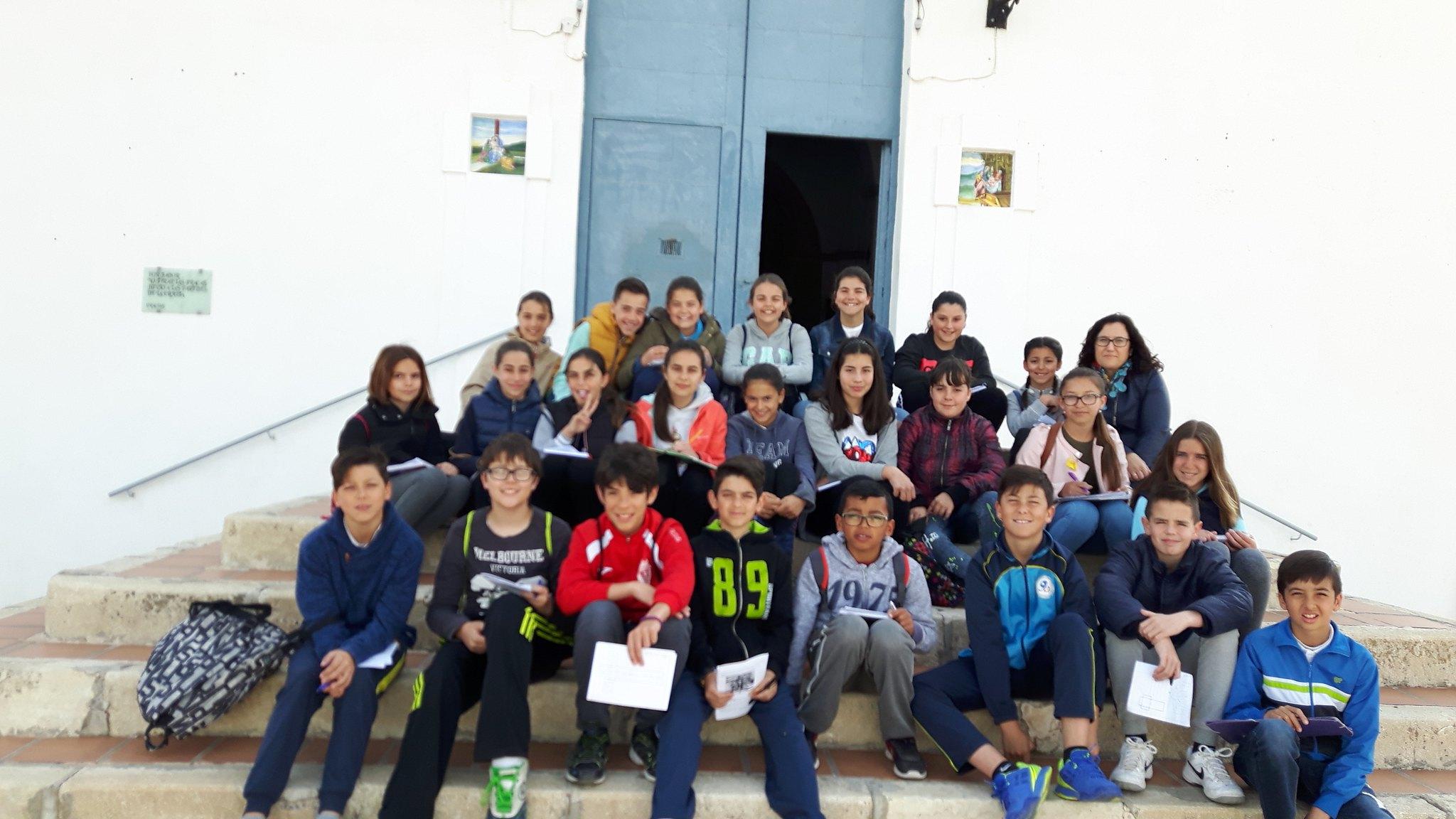(2017-03-31) - Visita ermita alumnos Pilar, profesora religión 9 Octubre - Marzo -  María Isabel Berenguer Brotons - (01)