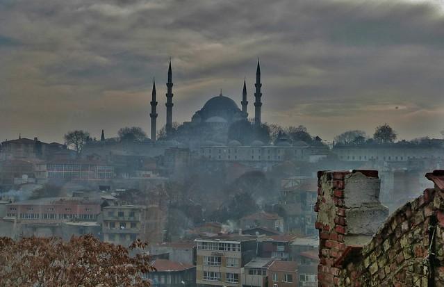 Atmosfere di Istanbul (colta al volo da un bus)