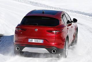 Alfa Romeo 2017 Stelvio web 09