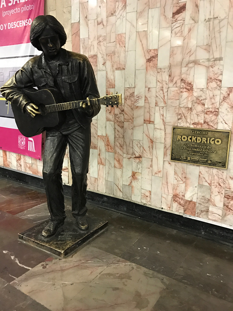 Rockdrigo Statue