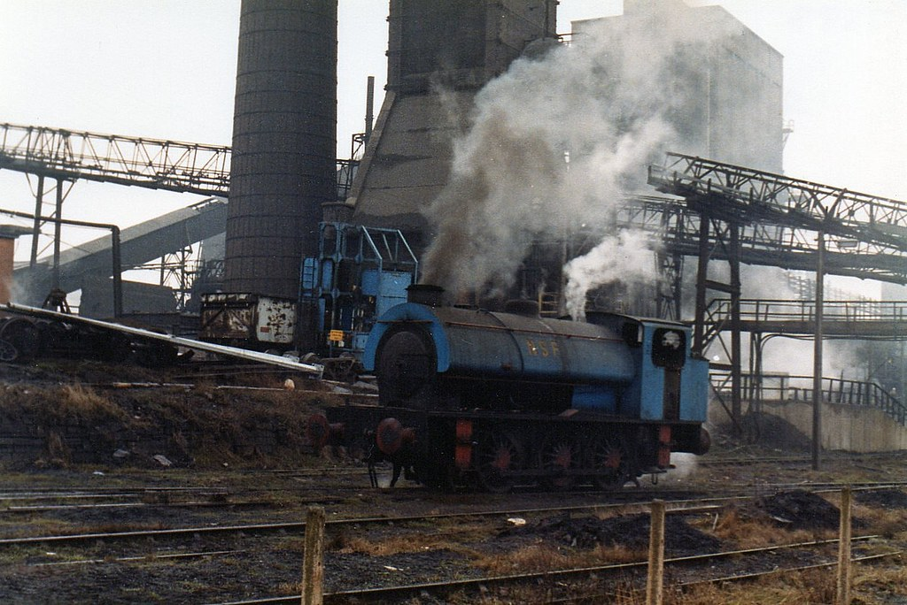 FC007883.    HE3192/3888  at Smithywood coking plant.   17-02-1982.