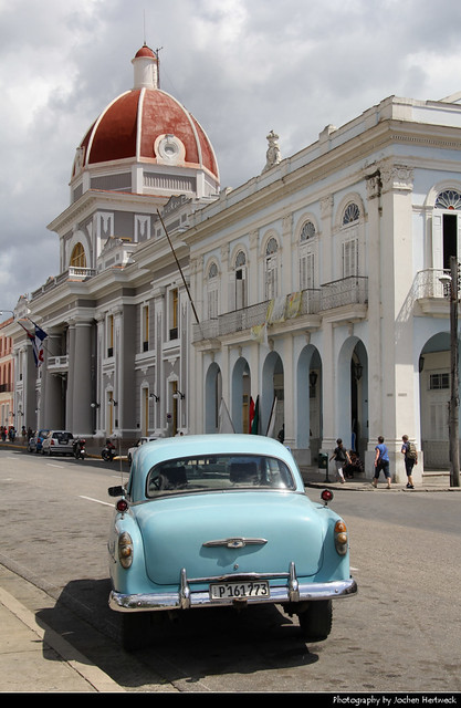 Palacio de Gobierno & Classic Car, Cienfuegos, Cuba