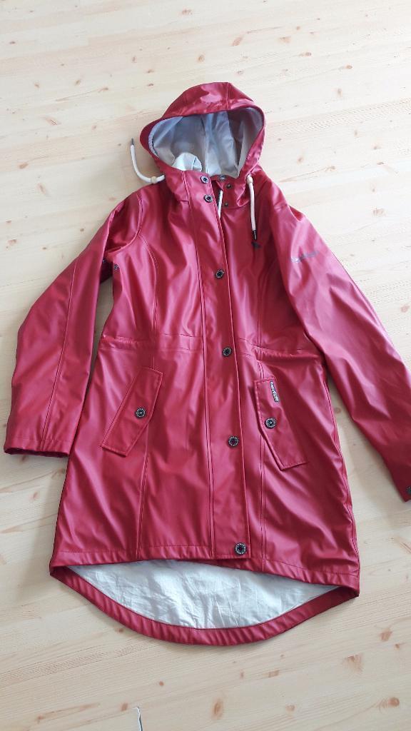 c55a0c54350488 Schmuddelwedda - parka red front   Found on: eBay   ShinyNylonFan ...