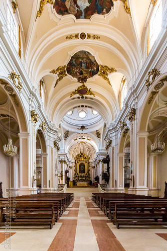 italy pope church architecture bench painting hall catholic cathedral prayer religion jesus wide nave cupola crucifix vault benches catholicism bishop fresco abruzzo chieti vaultedceiling archbishop frescoes apse aisles sangiustino saintjustin