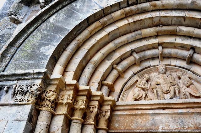 305 - Portada y Tímpano Iglesia - Real Monasterio Santa María de Vallbona - Vallbona de les Monges - L' Urgell (Lleida) - Spain.