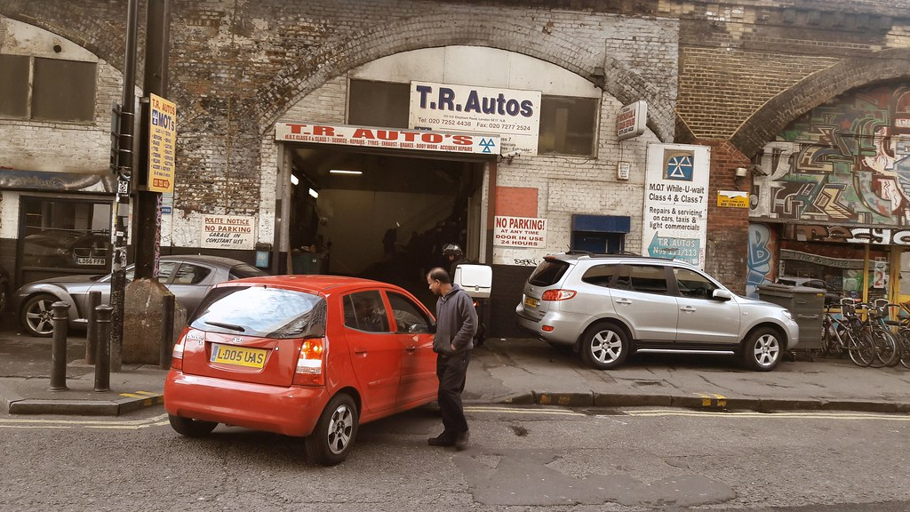 Vehicle repair shop, Elephant and Castle, south London | Flickr