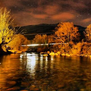 Vista nocturna del río Jerte #valledeljerte #extremadura #turismo #viaje #landscape #paisaje #naturaleza #nature #estaes_extremadura #trip #españa #estaes_espania  #larecomendaciondeldia  #extremadurafotos #spain  #capture_today #turismorural #vacaciones   by Valle del Jerte - ValleCereza