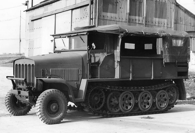 The Bedford Traclat - a British attempt to utilize German Sd.Kfz.7 half-track