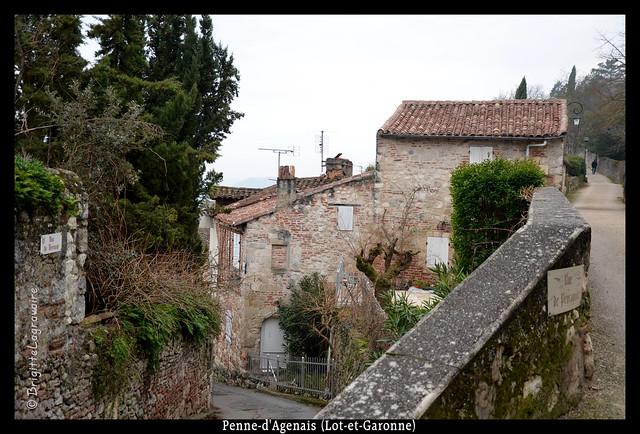 Les rues et les toits de Penne-d'Agenais -1