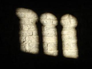 Sombra de ventana rehundida de tres vanos (Huesca)