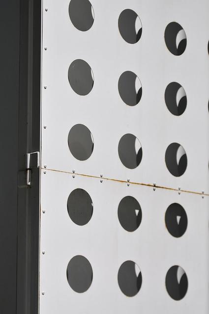 Rochefort chantier Hermione chevalet metal container - atana studio