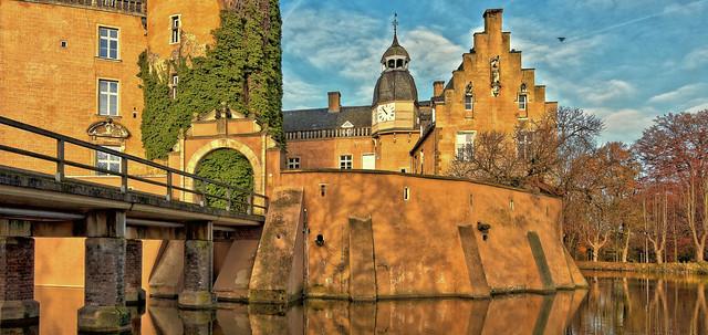 Gateway to moated castle Gemen