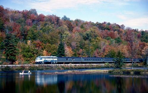 track rail rr railroad railway passenger train locomotive adix adirondackscenicrr thendarany f7 tpw toledopeoriawestern mohawkriver canoe