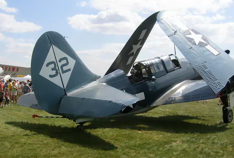 Curtiss SB2C (1)