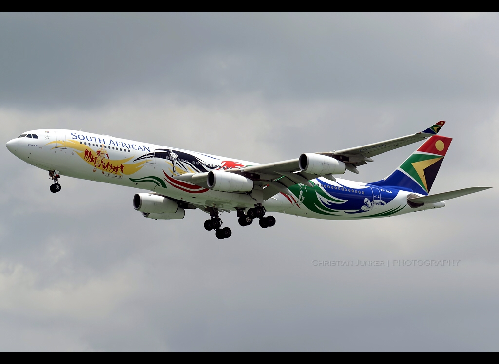 A340-313   South African Airways   Team South Africa 2012   ZS-SXD   HKG