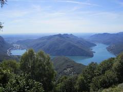 Lago Ceresio : left side Switzerland, right side Italy