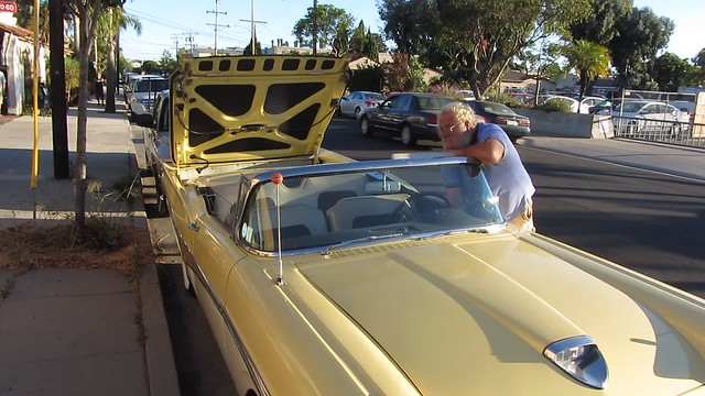 MVI_1425 jv 1958 ford fairlane skyliner retractable roof action