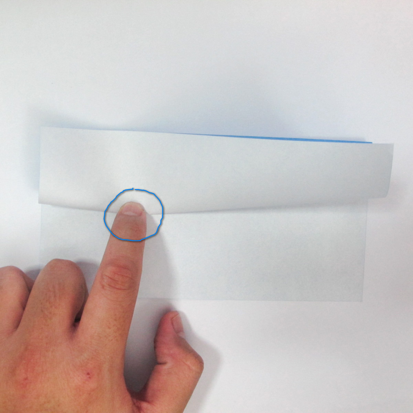 วิธีการตัดกระดาษเป็นห้าเหลี่ยมจากกระดาษสี่เหลี่ยมจตุรัส 012