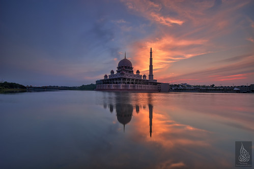 clouds sunrise cloudy mosque putrajaya hdr masjid fieryclouds putramosque hdrphotography masjidputra putrajayalake sifoocom tasikputrajaya nurismailphotography nurismailmohammed nurismail