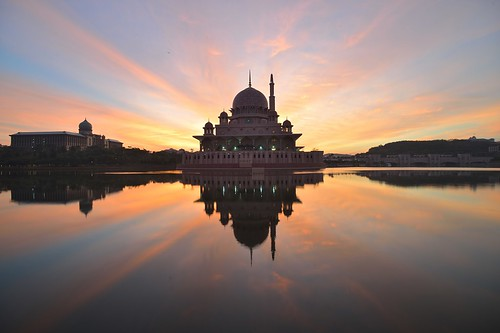 morning lake reflection sunrise dawn nikon worship day cloudy glory prayer religion landmarks mosque clear glorious malaysia rays putrajaya putra sunriseandsunset d600 sriperdana ariefrasa
