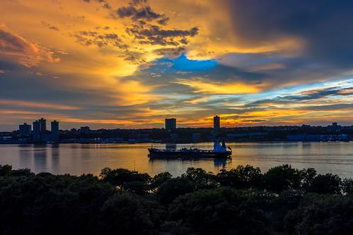 manhattan hudson river sunset newyork boat water sky westside