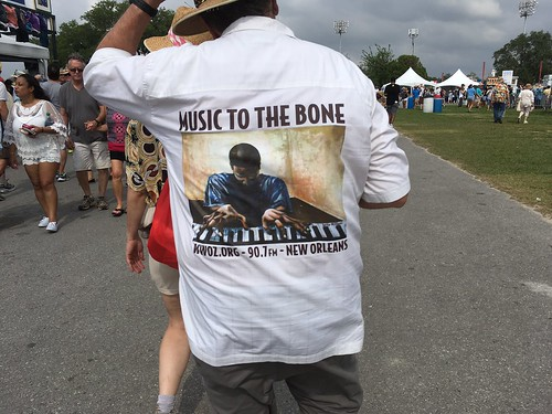 WWOZ shirt spotted in the audience - Jazz Fest Day 1 - April 28, 2017