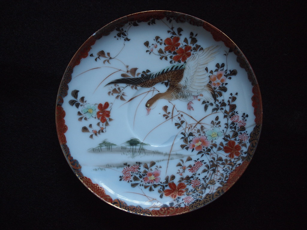 Small saucer with Goose