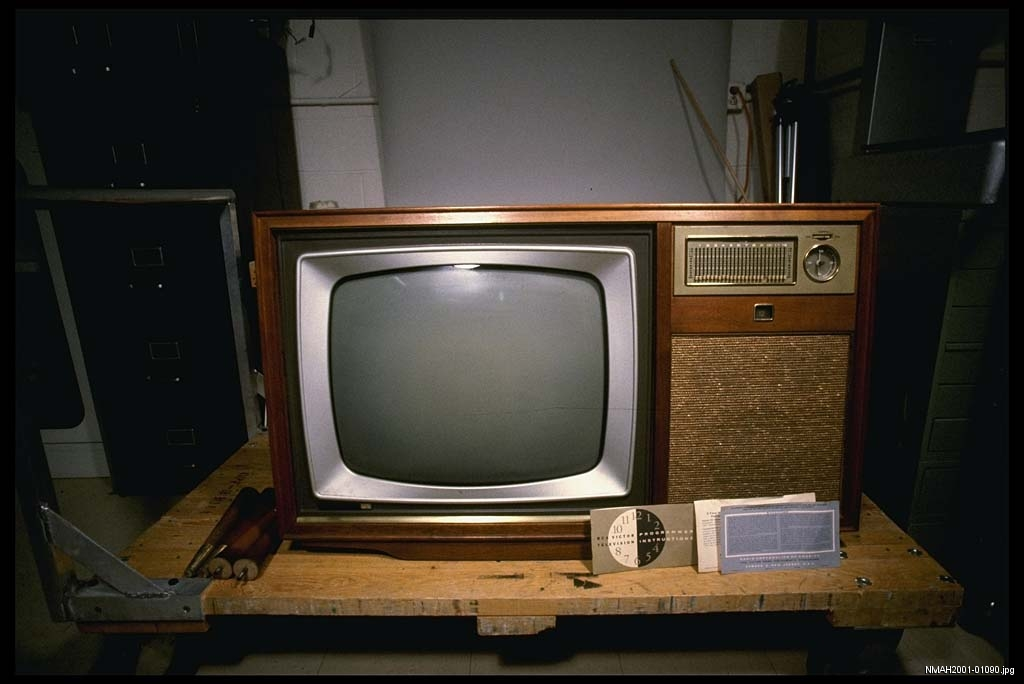 TV with automatic programming device, 1959