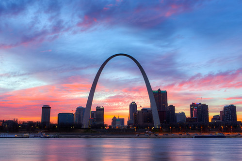 sunset night illinois unitedstates cloudy stlouisarch eaststlouis stlouisskyline stlouissunset