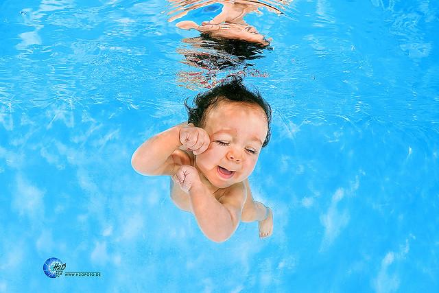 H2OFoto.de Babyschwimmen Unterwasserfotoshooting taken with SUBAL Underwater Camera Housings
