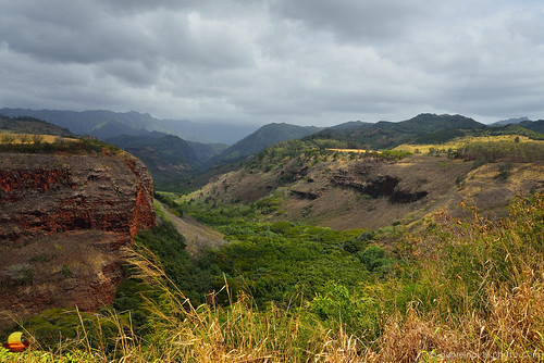 kauai hawaii 2016 hanapepe valley waimea canyon nature lush vacation travel destination pullout scenic view photography rocks deep picturesque cloudy dramatic light