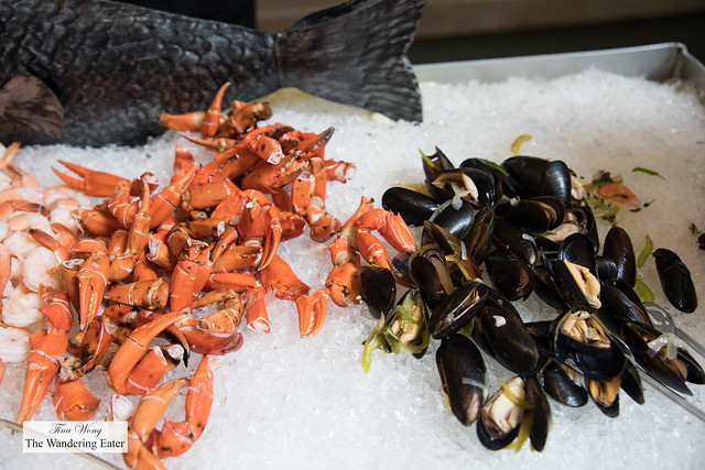Steamed crab claws and mussels