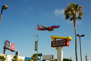 In 'n' Out on Sepulveda - best planespotting location on the planet. | by beltz6