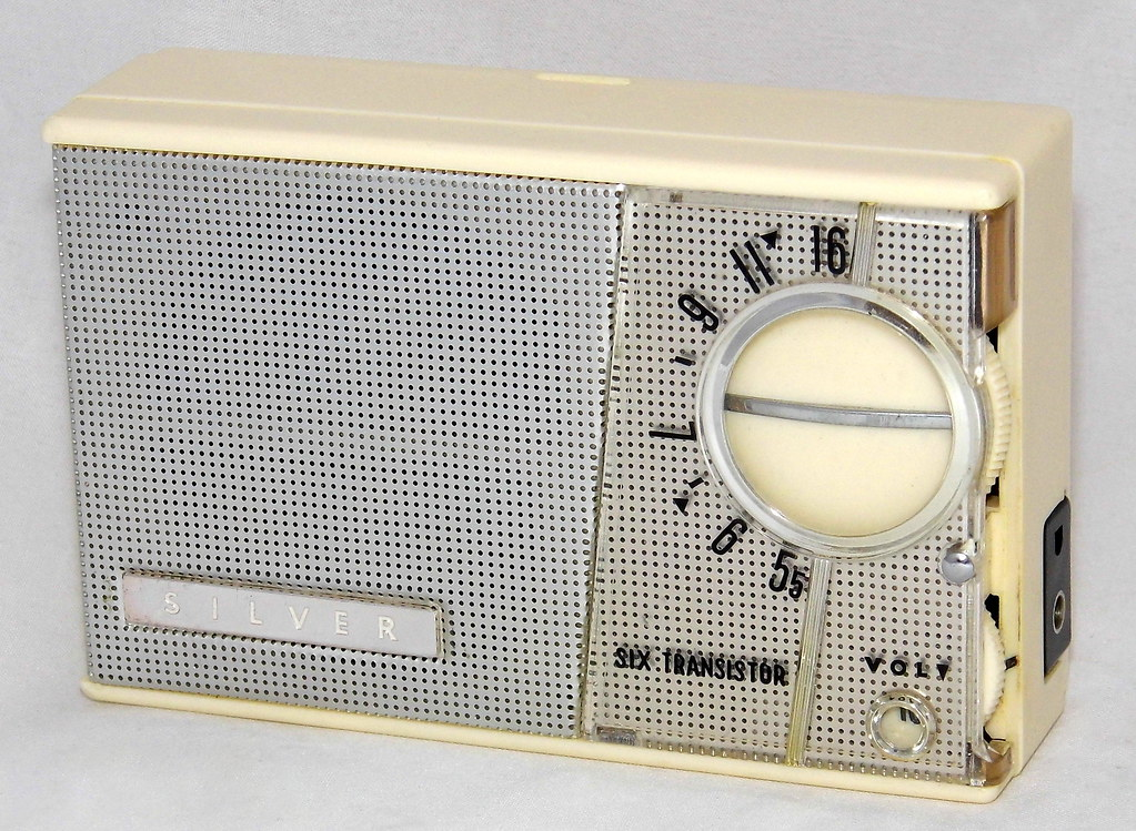 Vintage Silver Transistor Radio, Model 6TR-100, AM Band, 6… | Flickr