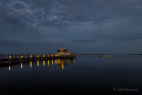 northcarolina outerbanks darecounty manteo lighthouses atlanticlighthouses nclighthouses roanokemarsheslight screwpilelighthouses replicalighthouses piersdocks bays shallowbagbay clouds dusk reflections march2017 march 2017 sigma2414art