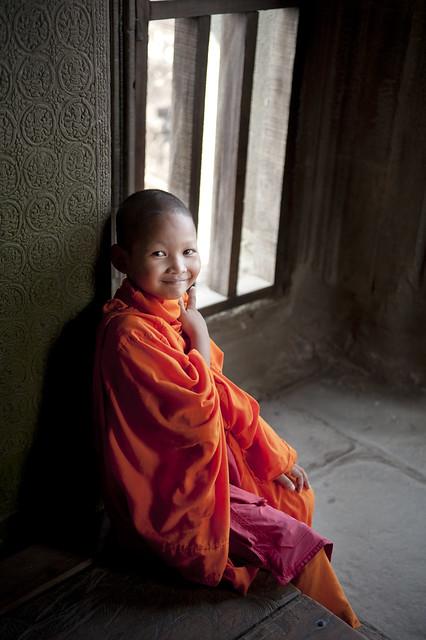 C129 Cambodian monk boy - Angkor Wat