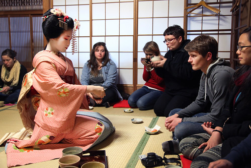 A Meiko-san delicately hands Cameron some macha tea (Kyoto, Japan) | by THINKGlobalSchool