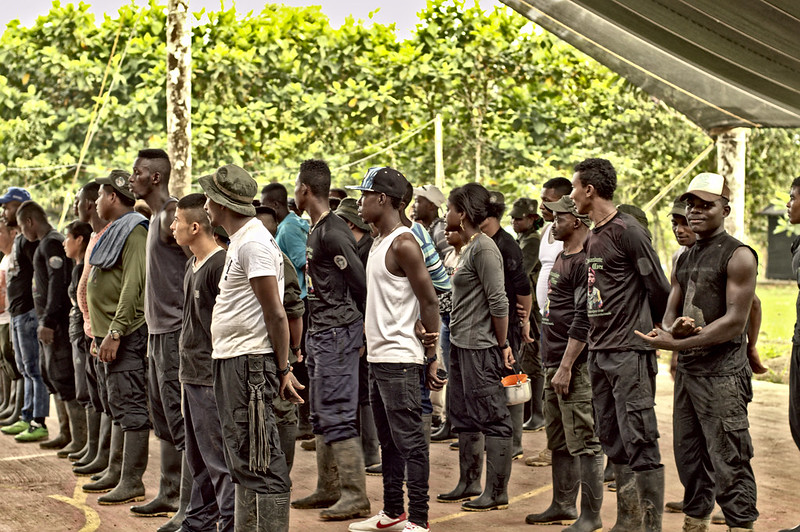 Formando antes de desmantelar el último campamento de guerra